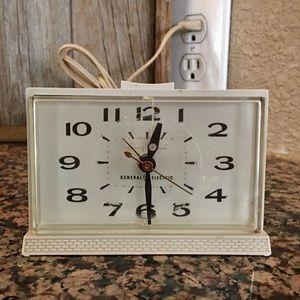1960's GE Snooze Alarm Analog Tabletop Clock